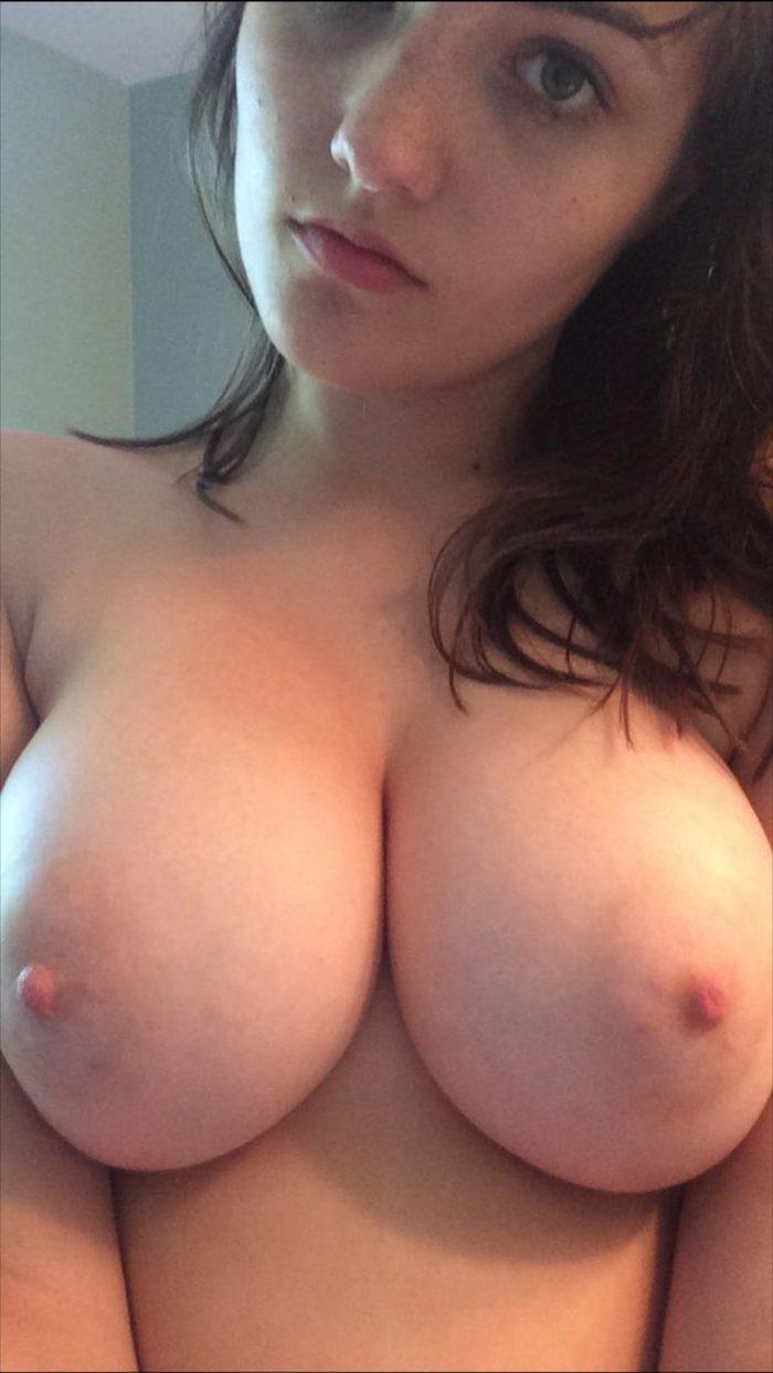 Photos de femmes beaux seins et chatte poilue