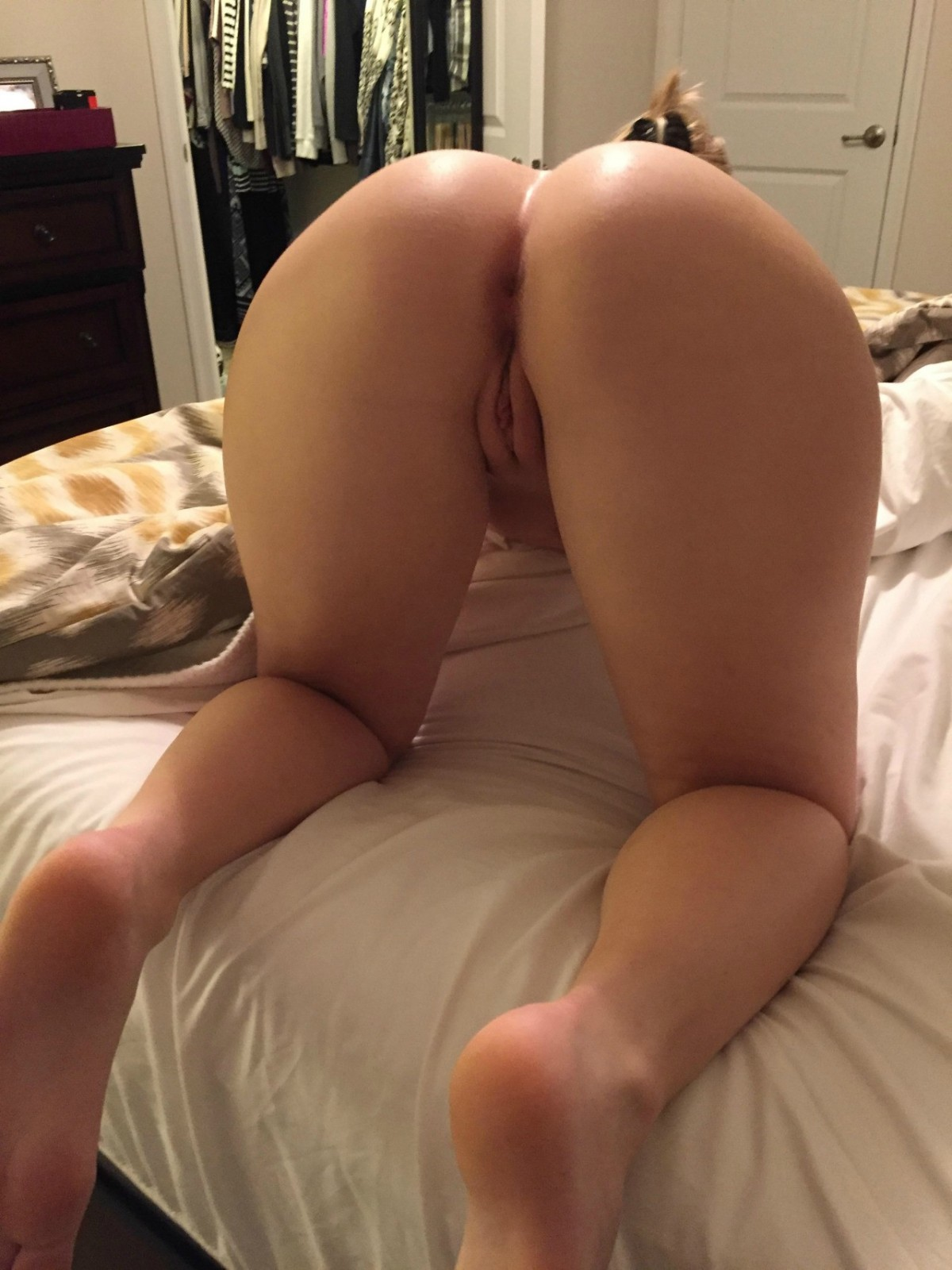 shaking naked legs spread